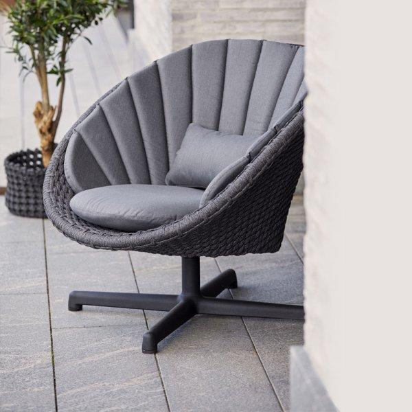 PEACOCK Lounge Chair w. Swivel